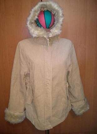 Женская демисезонная куртка из микровельвета.