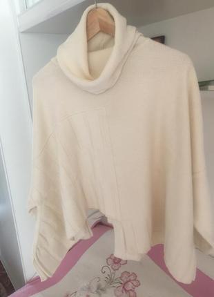 Свободный,оригинальный свитер-пончо