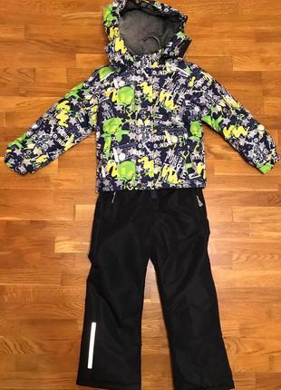 Весенний костюм для мальчика серо зеленого цвета .