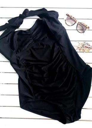Черный цельный купальник