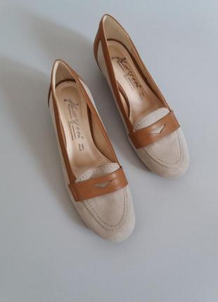 Туфли балетки на маленьком каблуке замшевые vera pelle3 фото