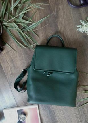 Трендовой рюкзак темно-зеленого цвета