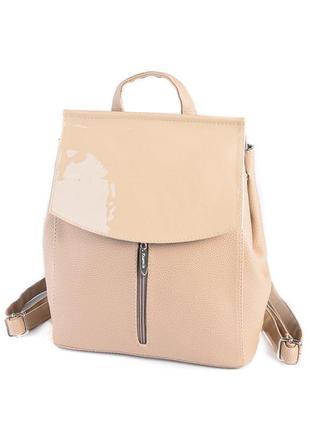 Бежевая сумка-рюкзак трансформер через плечо с лаковым клапаном