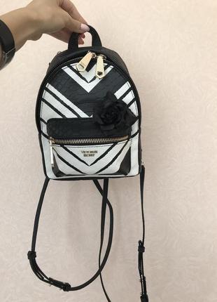 Маленький рюкзак черно-белый