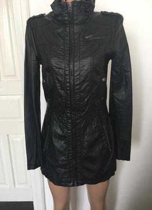 Новая черная удлиненная курточка плащик фирми amisu new yorker