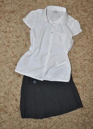 Школьная форма блузка и юбка отличного качества.