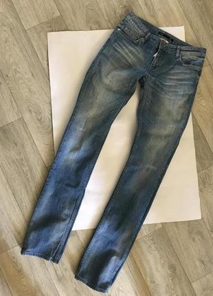 На р. 28-29 стильные брендовые плотные джинсы