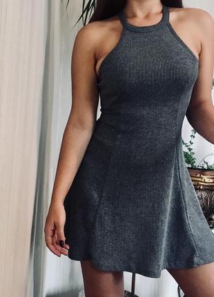 Трикотажное платье со стойкой в рубчик hollister
