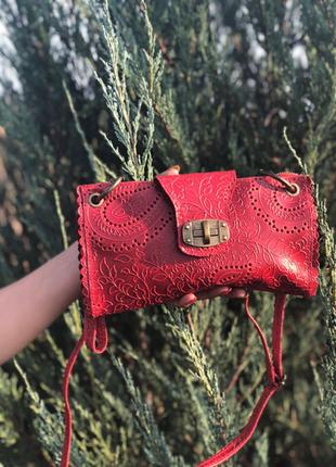 Стильная сумочка из натуральной кожи.