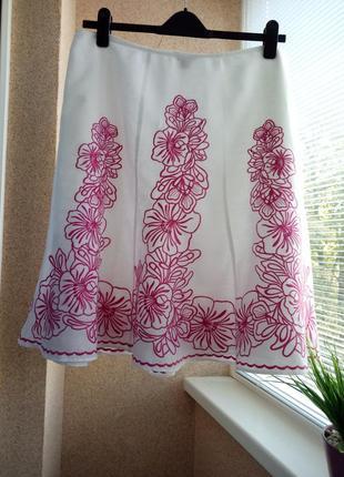 Красивейшая юбка с вышивкой из натуральной ткани
