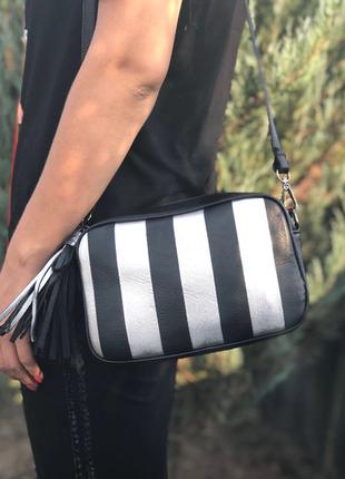 Модная кожаная сумочка-кроссбоди.