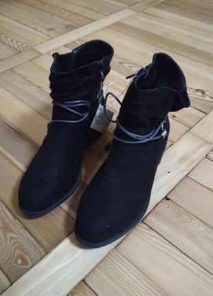 Шикарные демисезонные ботинки esmara