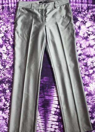 Блестящие серебристые серые брюки