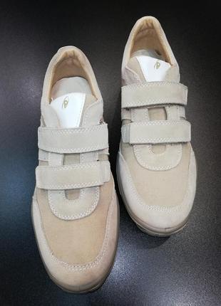 Уценка! кроссовки из натуральной замши, кожи и текстиля primigi бежевые, р. 39 (26,5 см.)