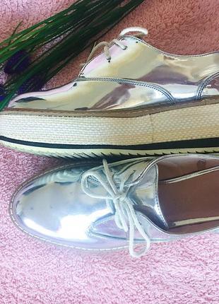 Лакированные кроссовки на платформе zara