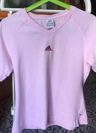Розовая футболка adidas