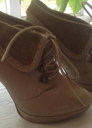 Бежевые ботинки ботильоны кожаные испания