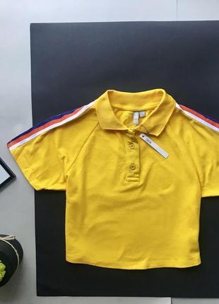 Крутая жёлтая короткая  футболка поло с лампасами