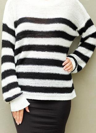 Удлиненный свитер свободного кроя в полоску
