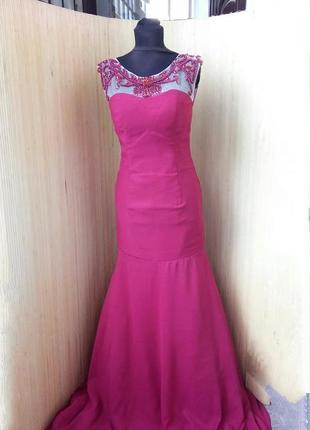 Красное вечернее длинное платье расшитое бисером  с открытой спиной / шлейфом высокий рост