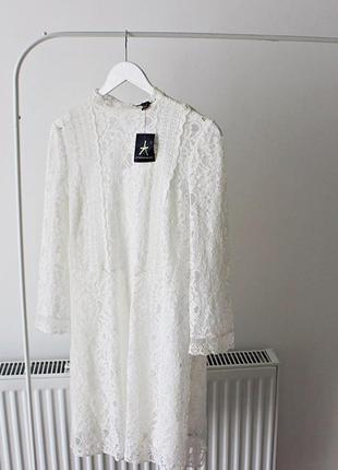 Невероятной красоты белое платье в кружево