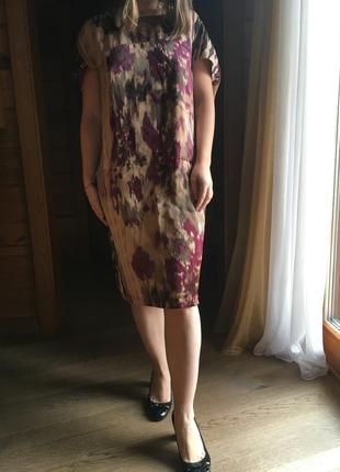 Необычного кроя нарядное  миди платье
