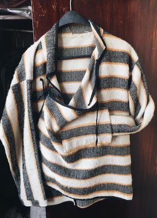 Необычное пончо пальто в стиле zara