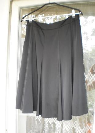 Юбка из черного атласа(ткань тяжелая и хорошо держит форму)