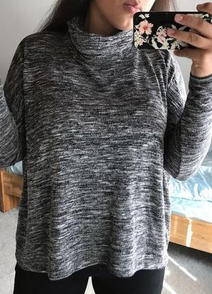 🍇свободный свитерок со спущенными плечиками и обьемной горловиной primark!