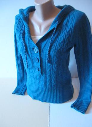 Теплый и красивый свитер-кофта с капюшоном!)