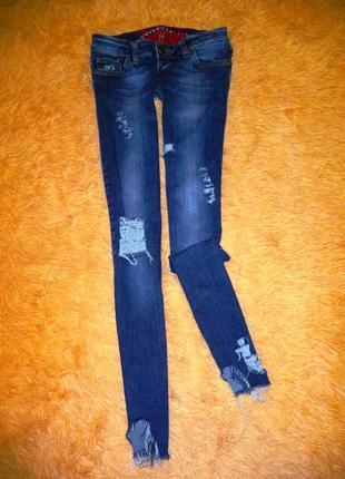 Оригинальные укороченные узкие джинсы с креативной рванью.германия.