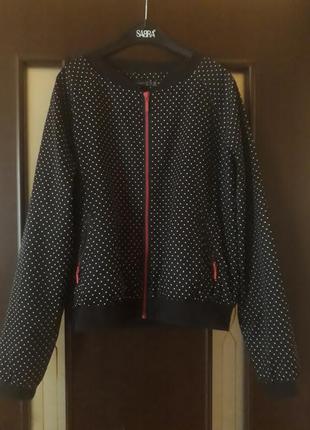 Легкий бомбер куртка ветровка