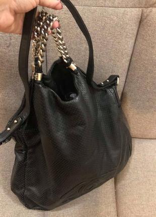 bb9c47eebe1c Большая и очень эффектная и удобная черная перфорированая кожаная сумка от  chanel.