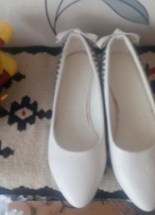 Нарядные туфли.