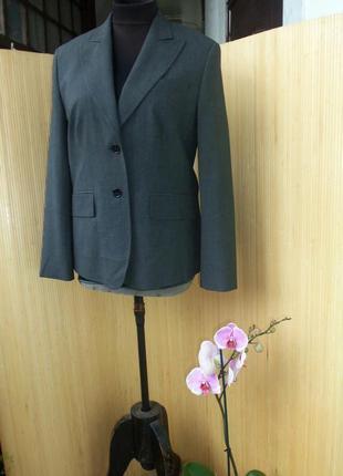 Женственный серый жакет в деловом стиле taifun