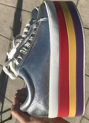 Радужные  кроссовки на платформе