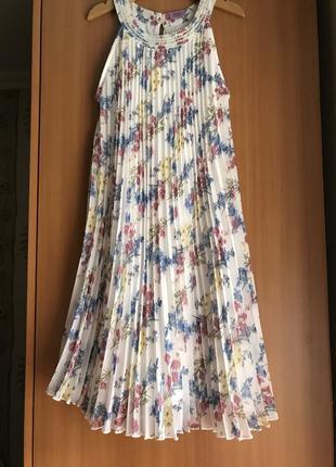 Нарядное платье плиссе в цветочек