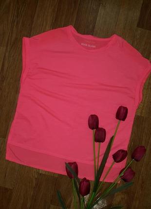 Продам красивую яркую и легкую летнюю футболку на девочку
