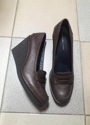 Кожаные туфли на танкетке 40-41