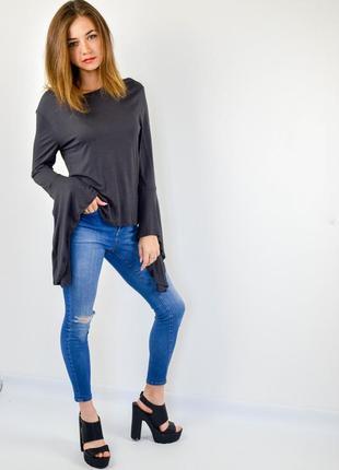 Zara трикотажный джемпер с ассиметричными рукавами клеш