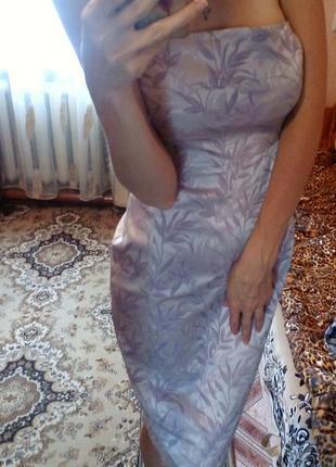 Красивое нарядное платье бюстье по фигуре миди