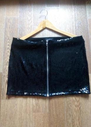 Стильная мини-юбка в пайетках
