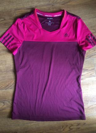Яркая спортивная женская футболка адидас