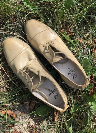 Супер базовые беж нюдовые туфли лоферы на шнурках casual