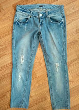 Голубые джинсы с кружевом