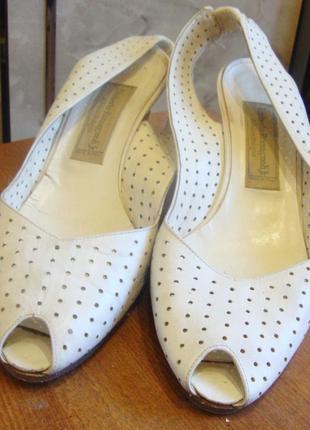 Босоножки белые кожаные umberto romagnoli италия 38,5 стелька 25 см