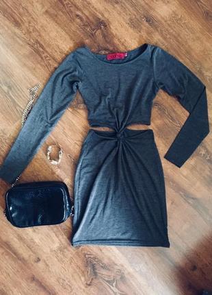 Платье с вырезами на талии