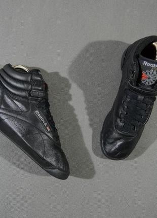 Легендарные кроссовки reebok classic