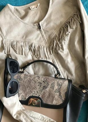 Короткая куртка с бахромой под замшу