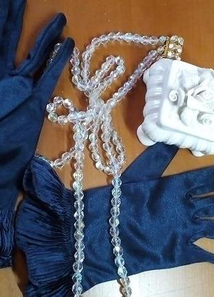 Атласные перчатки для дамы